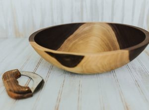 Walnut Wood Chopping Bowl with mezzaluna knife